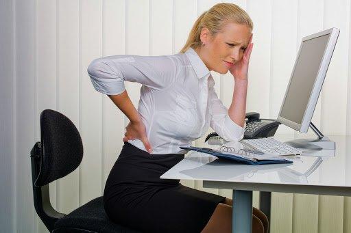Postura corretta al pc: malattie da scrivania